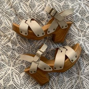 Korks by Kork-Ease cream wood block sandals